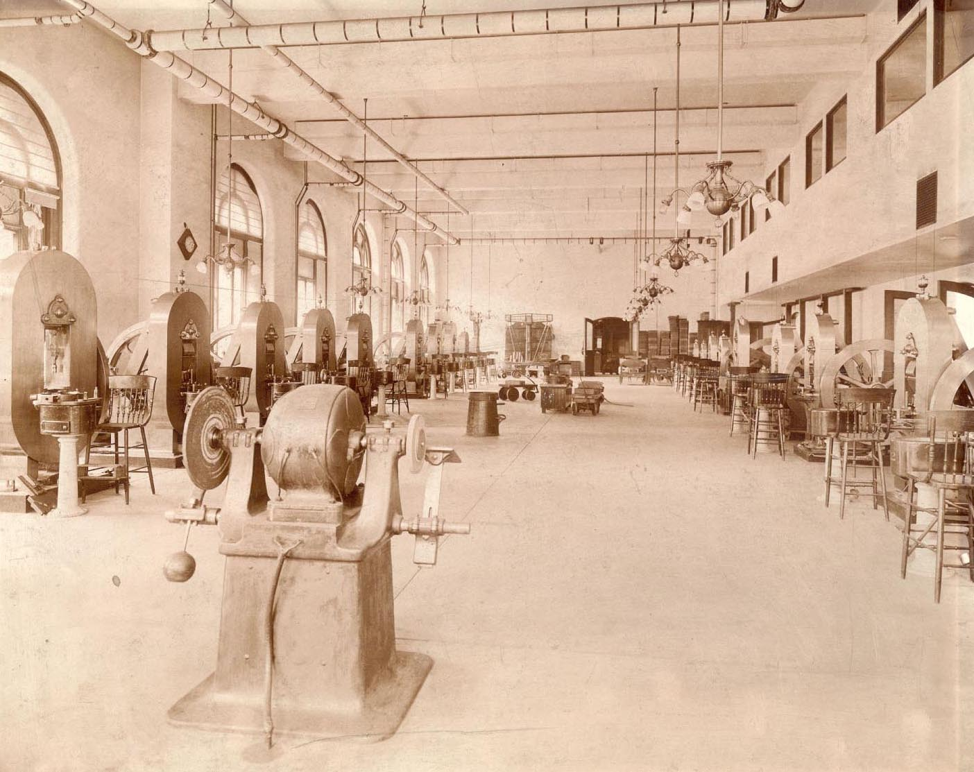 Coining Room at Philadelphia Mint, 1903 – The Coining Room at the Philadelphia Mint was a large room with a steam engine at one end and coin presses along the edges.